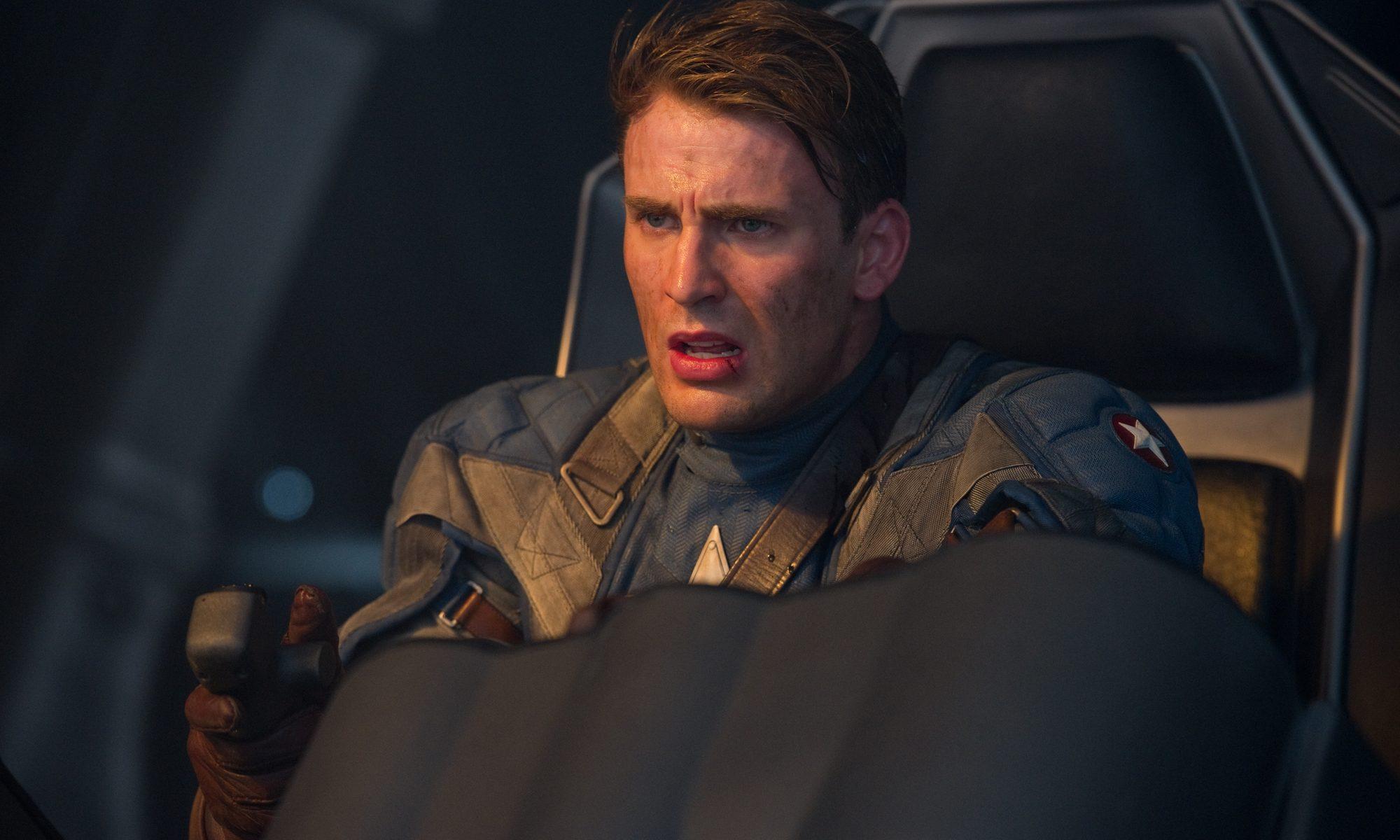 Капитан Америка в падающем самолете