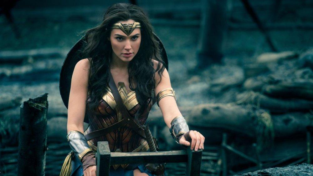 Супергерой DC Чудо-Женщина жестокий и непоколебимый воин