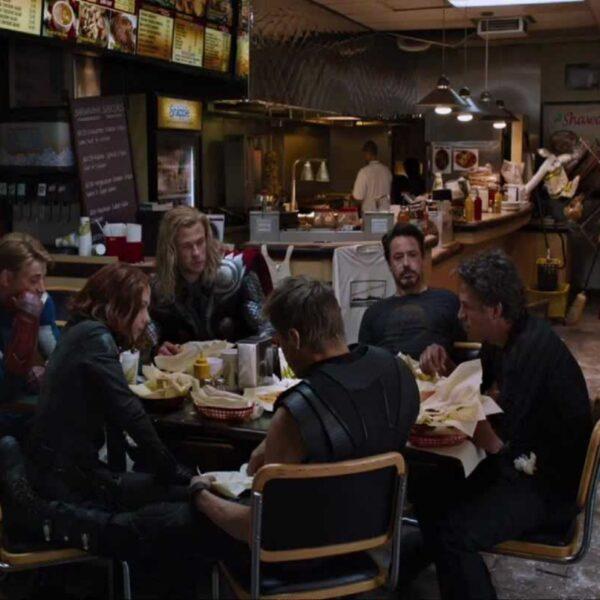 Смотреть онлайн сцены после титров Мстители (2012) шаурма
