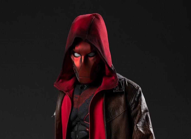 Показали как будет выглядеть костюм Красного Колпака в 3 сезоне Титанов