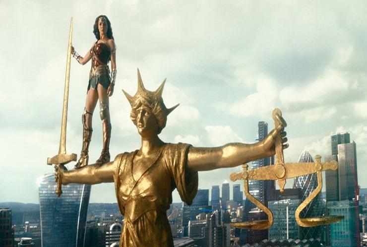 Статуя Справедливости является предком Чудо-женщины